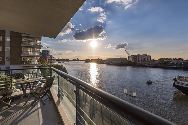 Asking Price £1,125,000, 3 Bedroom Flat For Sale in London, SW18