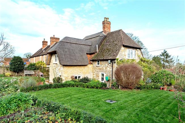 Guide Price £575,000, 3 Bedroom Detached House For Sale in Beckley, OX3