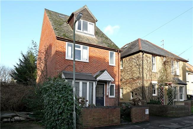 Guide Price £735,000, 4 Bedroom Detached House For Sale in Marston, OX3