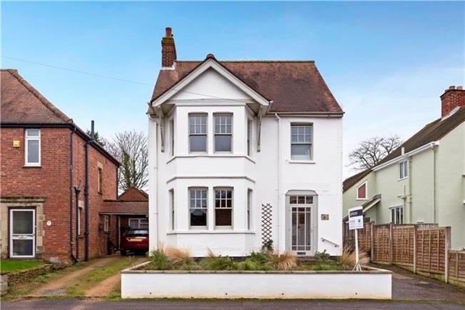 Guide Price £750,000, 3 Bedroom Detached House For Sale in Headington, OX3