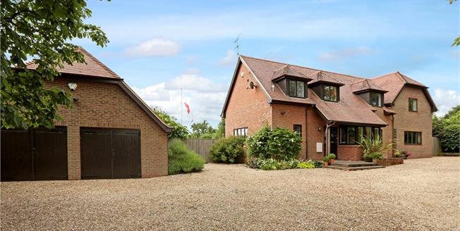 Guide Price £1,195,000, 5 Bedroom Detached House For Sale in North Moreton, OX11
