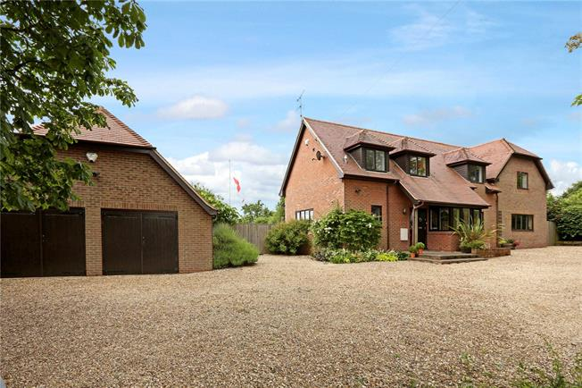 Asking Price £1,250,000, 5 Bedroom Detached House For Sale in Didcot, Oxfordshire, OX11