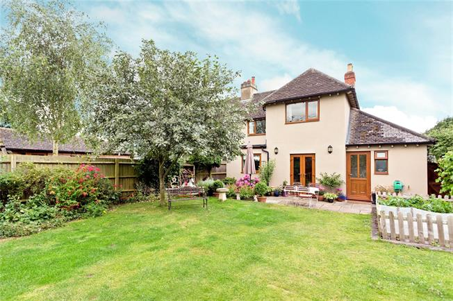Guide Price £550,000, 3 Bedroom Semi Detached House For Sale in Oxford, Oxfordshire, OX44