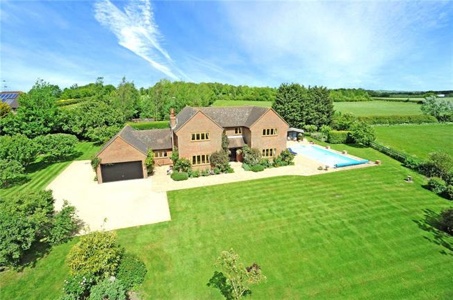Guide Price £1,425,000, 5 Bedroom Detached House For Sale in Kingswood, HP18
