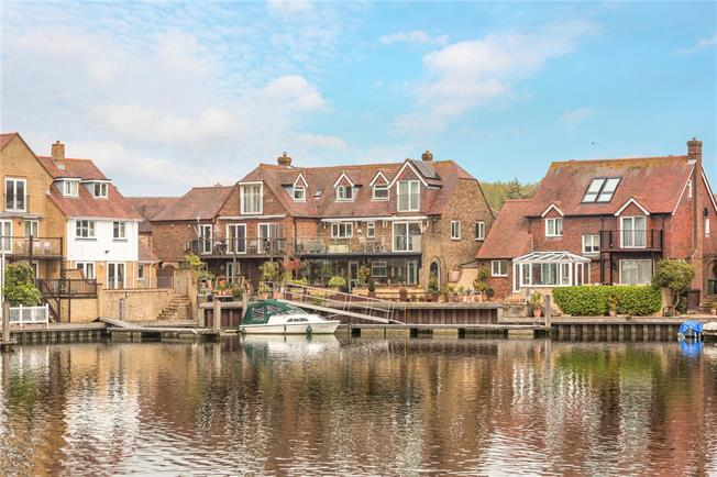 Guide Price £850,000, 4 Bedroom Semi Detached House For Sale in Abingdon, OX14