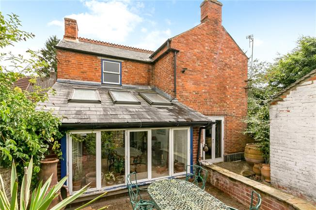 Guide Price £500,000, 3 Bedroom Detached House For Sale in Oxford, OX33