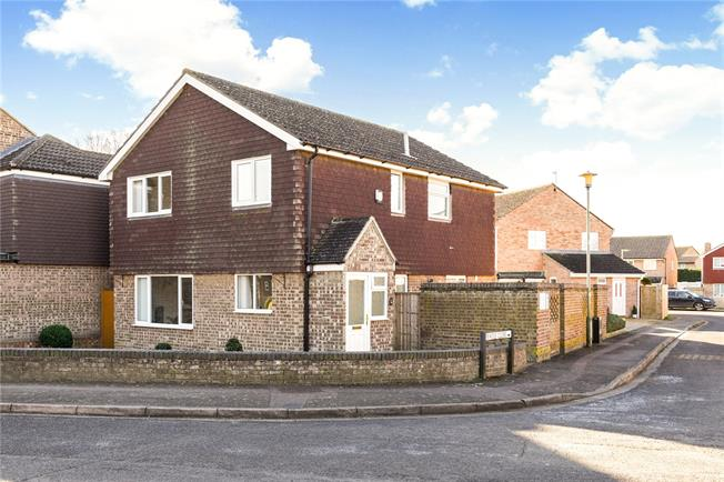 Guide Price £399,995, 4 Bedroom Detached House For Sale in Abingdon, OX14