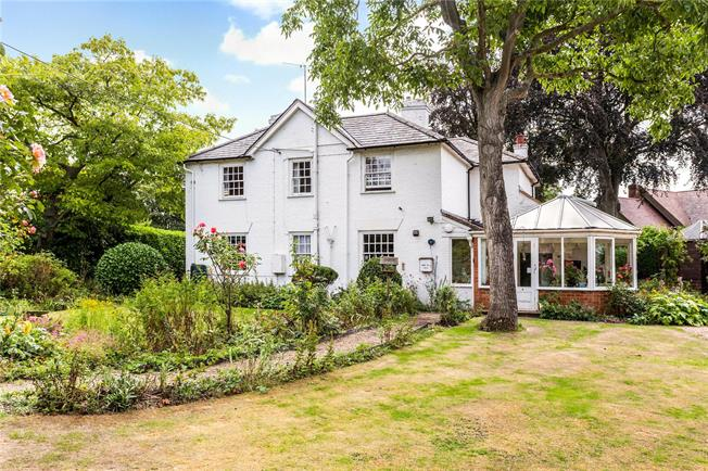 Guide Price £699,950, 4 Bedroom Detached House For Sale in Appleford, OX14