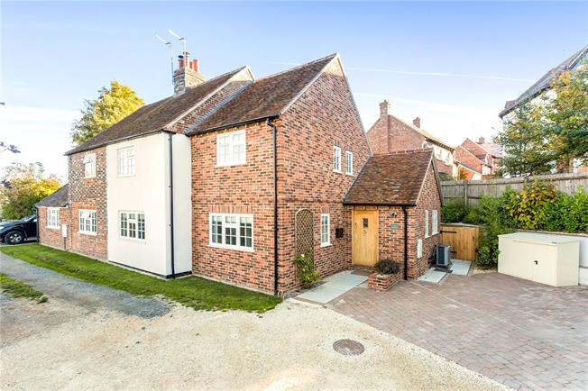 Guide Price £575,000, 3 Bedroom Semi Detached House For Sale in Brill, HP18