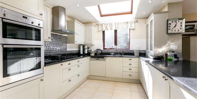 Guide Price £750,000, 4 Bedroom Detached House For Sale in Drayton, OX14
