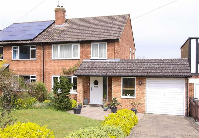Guide Price £525,000, 3 Bedroom Semi Detached House For Sale in Wheathampstead, AL4