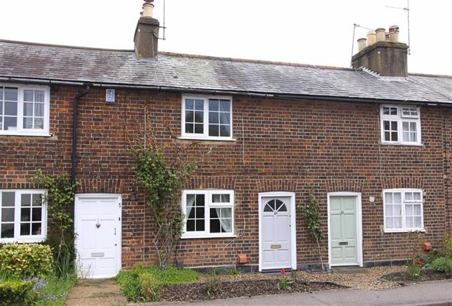 Guide Price £299,950, 2 Bedroom Terraced House For Sale in Wheathampstead, AL4