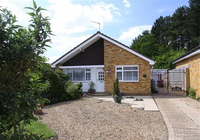 Guide Price £595,000, 3 Bedroom Bungalow For Sale in Kimpton, SG4