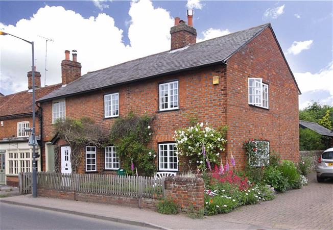 Guide Price £625,000, 3 Bedroom Semi Detached House For Sale in Kimpton, SG4