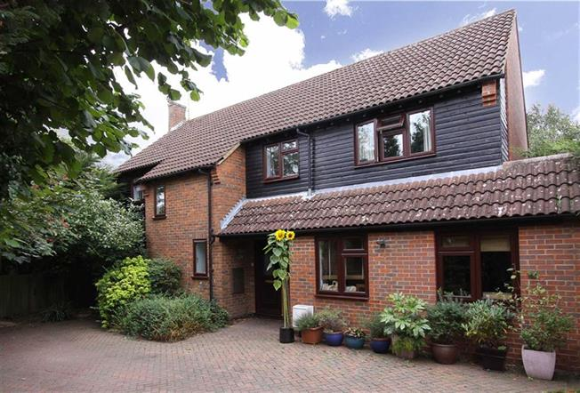 Guide Price £899,950, 5 Bedroom Detached House For Sale in Wheathampstead, Hertfords, AL4