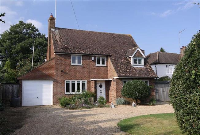 Guide Price £1,150,000, 4 Bedroom Detached House For Sale in Wheathampstead, AL4