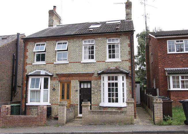 Guide Price £475,000, 3 Bedroom Semi Detached House For Sale in Wheathampstead, Hertfords, AL4