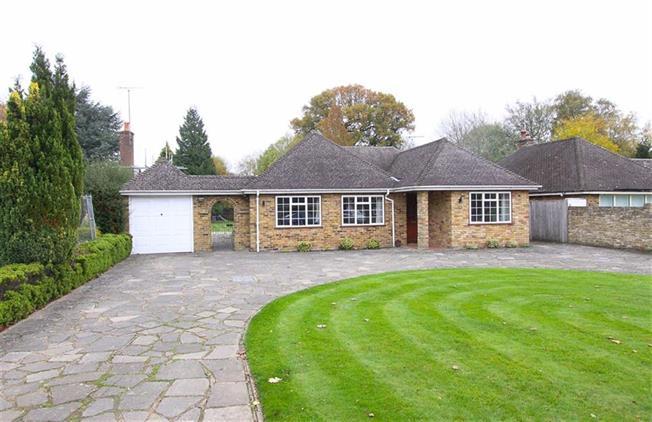 Guide Price £899,000, 3 Bedroom Bungalow For Sale in Blackmore End, Hertfordsh, AL4