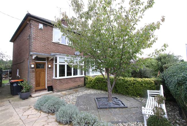 Guide Price £315,000, 2 Bedroom End of Terrace House For Sale in Caddington, Bedfordshire, LU1