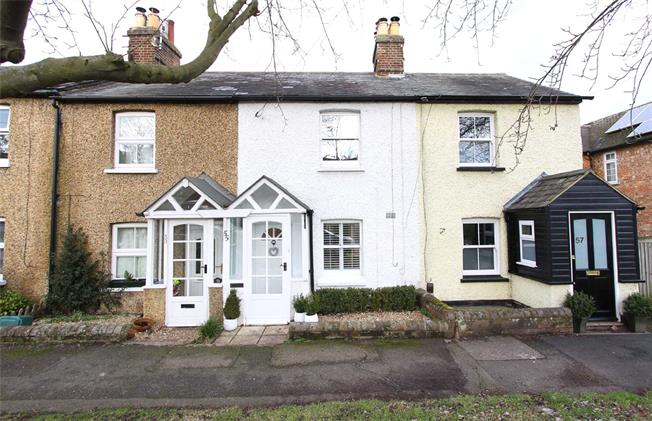 Guide Price £409,950, 2 Bedroom Terraced House For Sale in St Albans, Herts, AL4