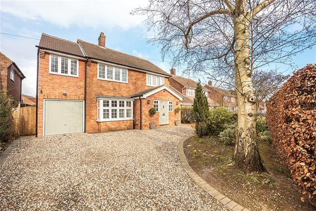 Guide Price £950,000, 5 Bedroom Detached House For Sale in Wheathampstead, Hertfords, AL4