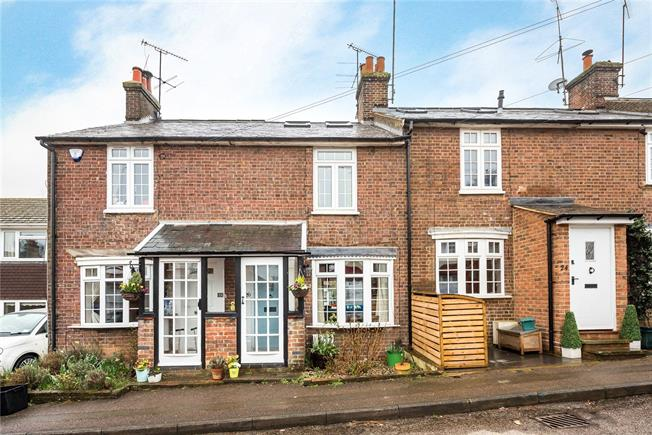 Guide Price £425,000, 3 Bedroom Terraced House For Sale in Wheathampstead, AL4