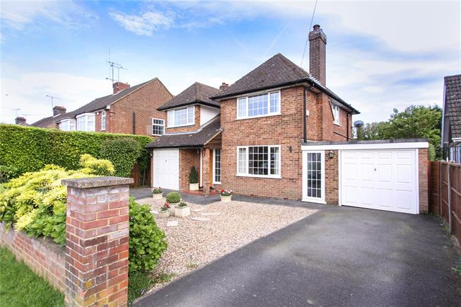 Guide Price £510,000, 4 Bedroom Detached House For Sale in Slip End, LU1