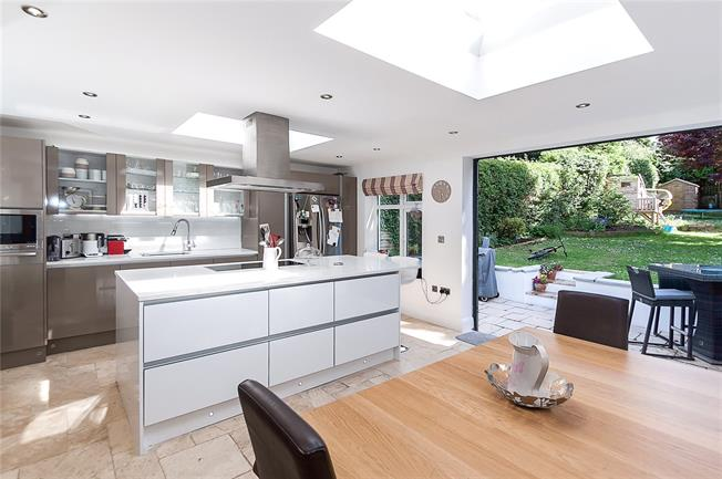 Guide Price £500,000, 3 Bedroom Semi Detached House For Sale in Wheathampstead, AL4