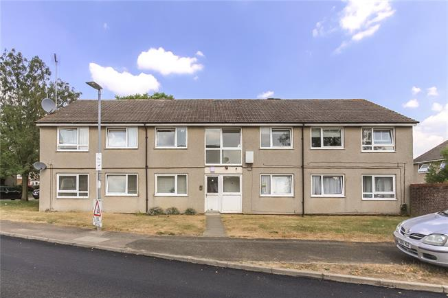 Guide Price £230,000, 3 Bedroom Flat For Sale in Wheathampstead, AL4