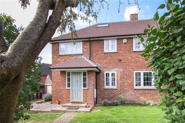 Guide Price £740,000, 4 Bedroom Semi Detached House For Sale in Wheathampstead, AL4