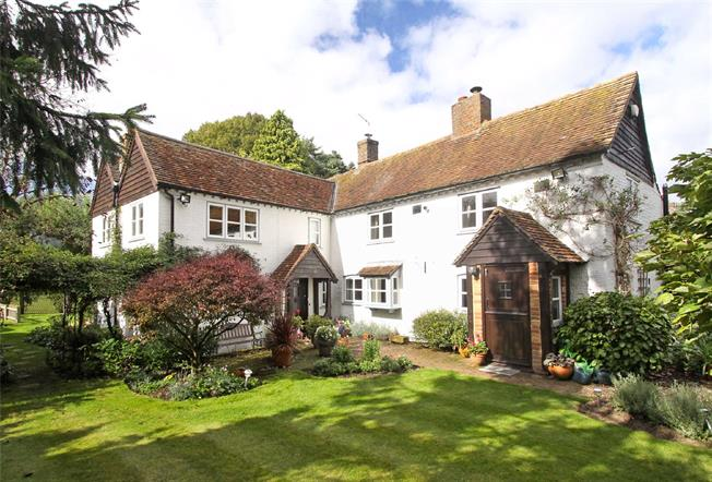Guide Price £1,250,000, 5 Bedroom Detached House For Sale in Wheathampstead, AL4