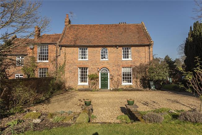 Guide Price £1,200,000, 4 Bedroom Semi Detached House For Sale in Welwyn, AL6