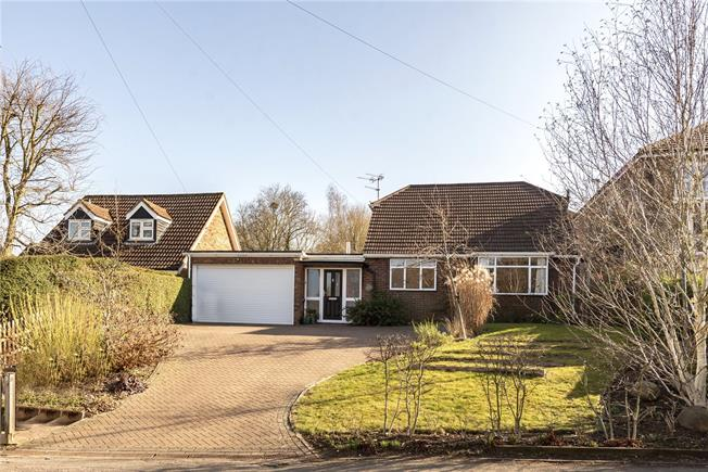 Guide Price £675,000, 3 Bedroom Detached House For Sale in Wheathampstead, AL4
