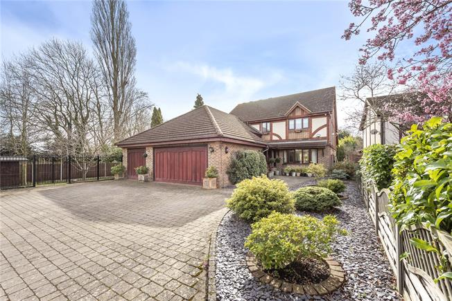 Guide Price £1,295,000, 4 Bedroom Detached House For Sale in Wheathampstead, AL4