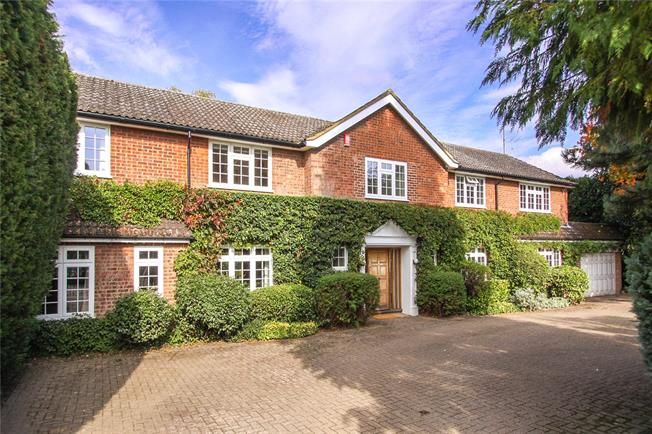 Guide Price £1,595,000, 5 Bedroom Detached House For Sale in Wheathampstead, AL4