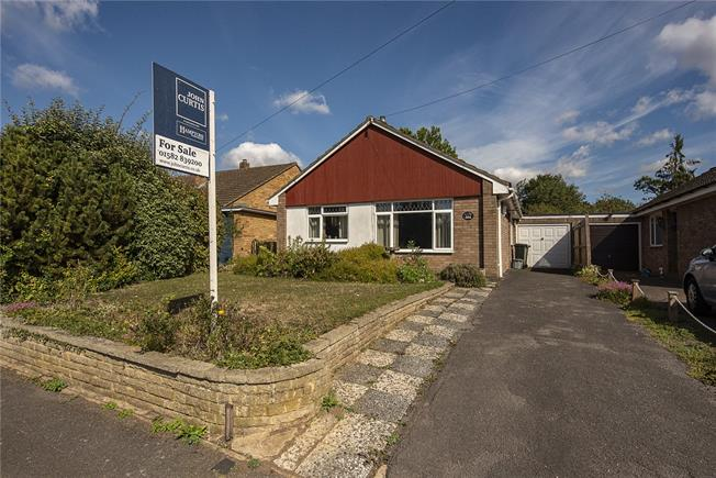 Guide Price £420,000, 3 Bedroom Bungalow For Sale in Wheathampstead, AL4