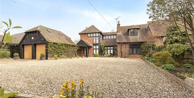 Asking Price £1,050,000, 4 Bedroom Semi Detached House For Sale in Peters Green, LU2