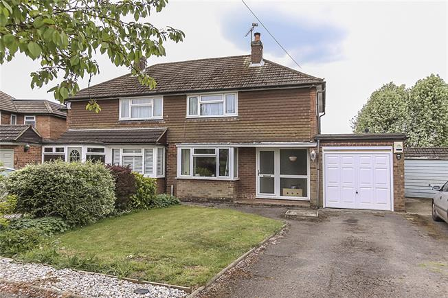 Guide Price £575,000, 3 Bedroom Semi Detached House For Sale in Wheathampstead, AL4