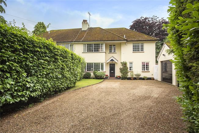 Guide Price £890,000, 4 Bedroom Semi Detached House For Sale in Wheathampstead, AL4