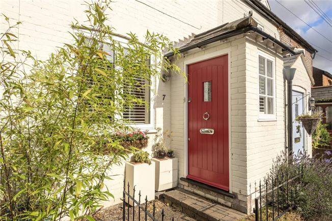 Guide Price £425,000, 2 Bedroom Terraced House For Sale in Wheathampstead, AL4