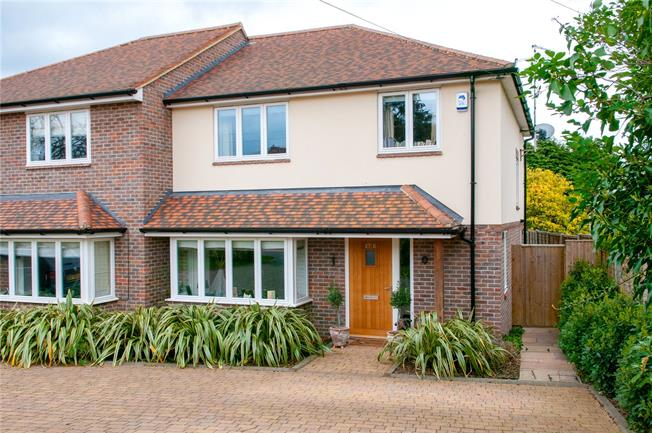 Guide Price £650,000, 3 Bedroom Semi Detached House For Sale in Codicote, SG4