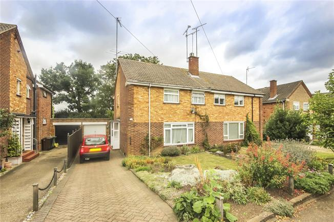 Asking Price £440,000, 3 Bedroom Semi Detached House For Sale in Wheathampstead, AL4
