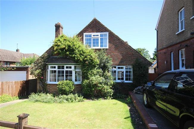 Guide Price £755,000, 4 Bedroom Detached House For Sale in Harpenden, AL5