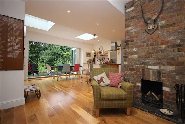 Guide Price £725,000, 3 Bedroom Semi Detached House For Sale in Harpenden, AL5