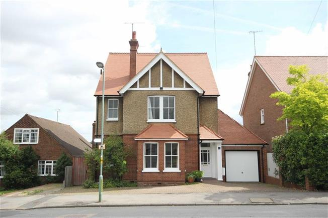 Guide Price £1,300,000, 5 Bedroom Detached House For Sale in Harpenden, AL5