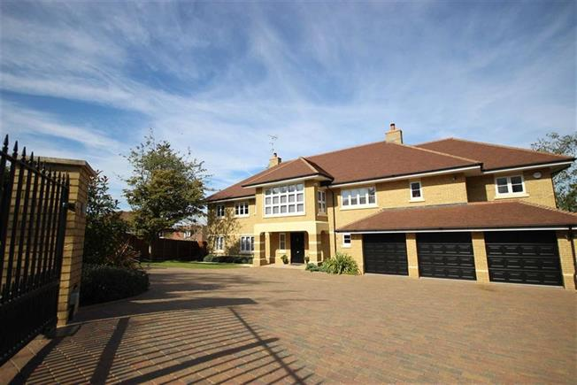 Guide Price £3,500,000, 6 Bedroom Detached House For Sale in Harpenden, AL5