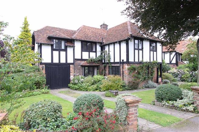Guide Price £1,350,000, 4 Bedroom Detached House For Sale in Harpenden, AL5