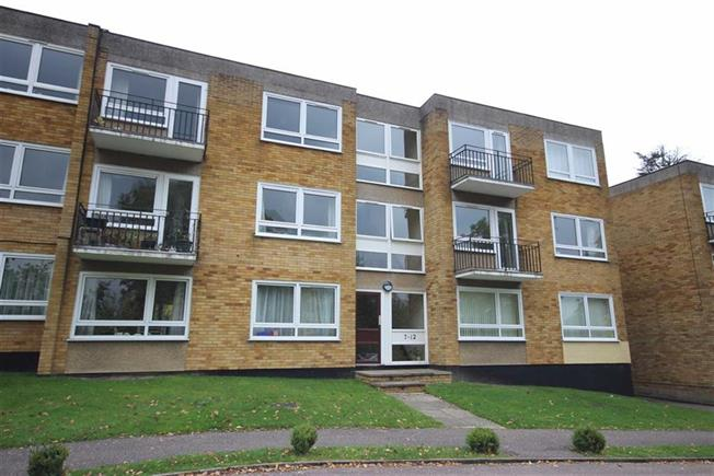 Asking Price £395,000, 2 Bedroom Apartment For Sale in Harpenden, AL5