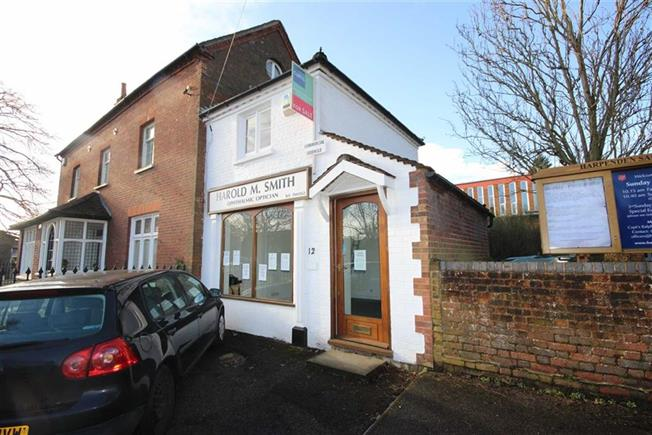 Guide Price £375,000, Semi Detached House For Sale in Harpenden, AL5
