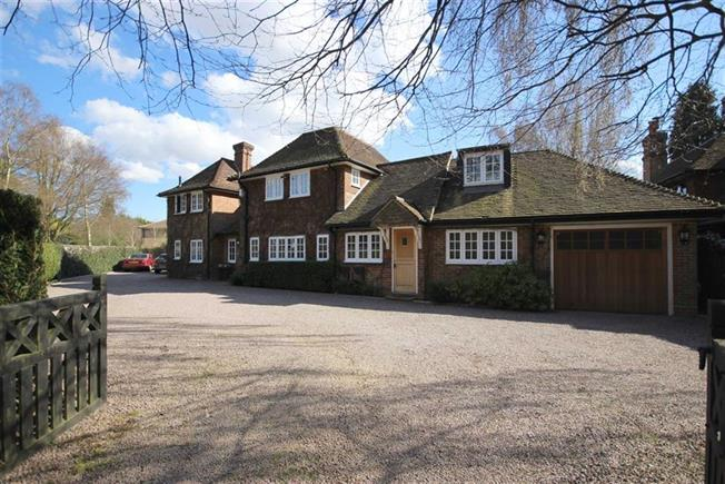 Guide Price £1,675,000, 4 Bedroom Detached House For Sale in Harpenden, AL5